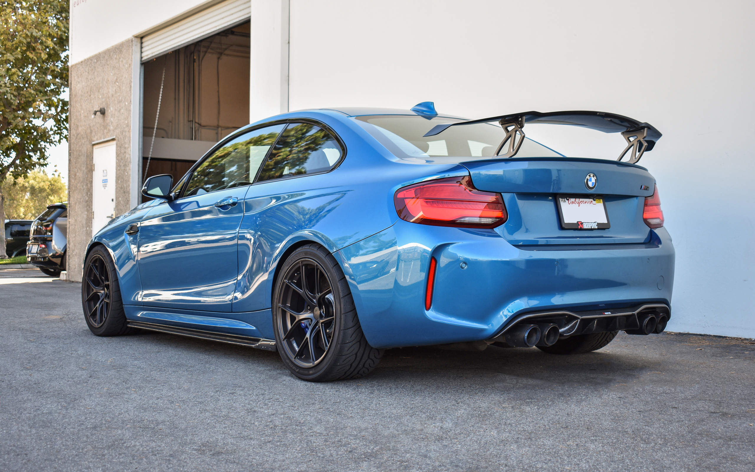 Long Beach Blue F87 M2 - Akrapvoic, Titan7 & Vorsteiner