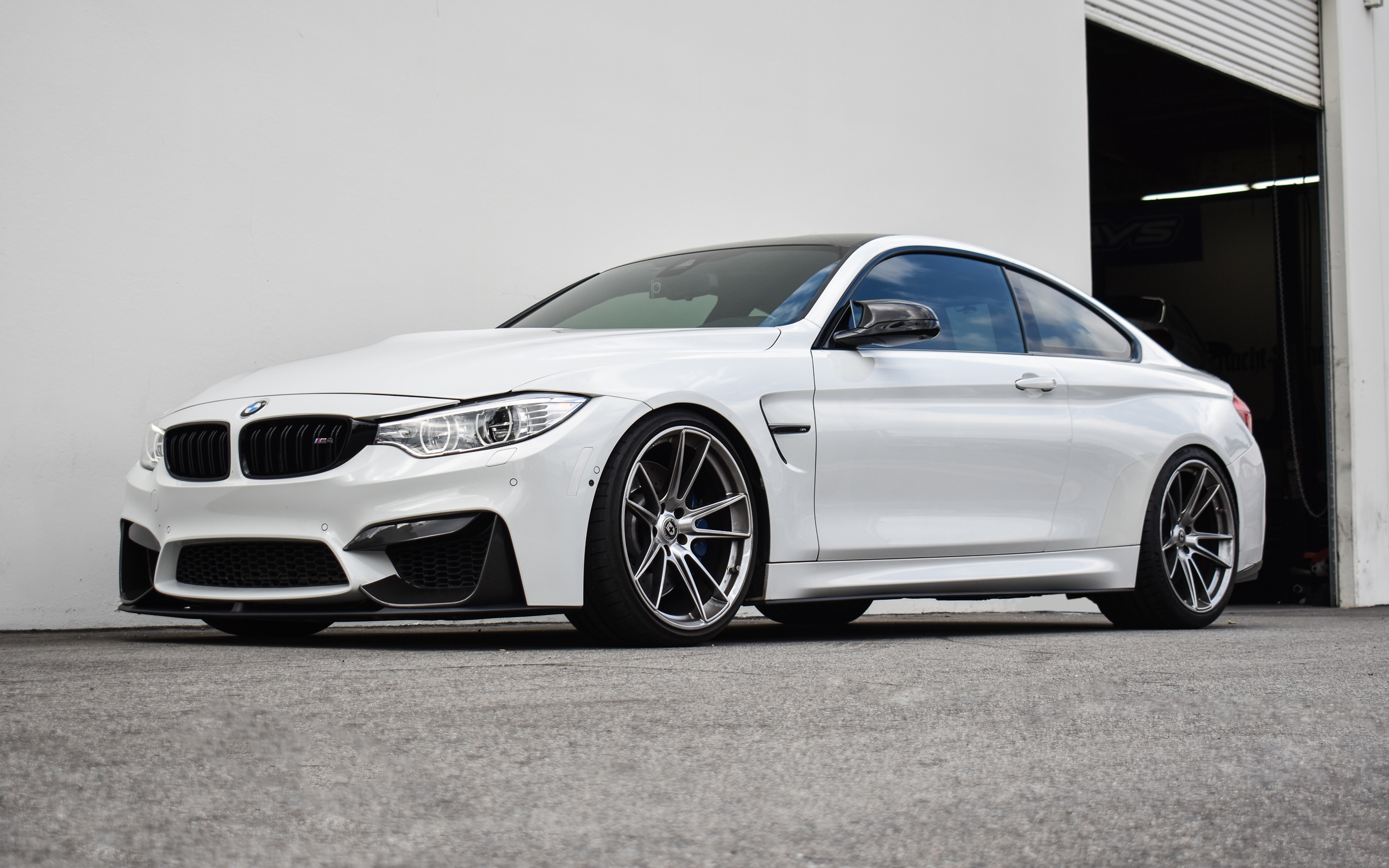 2017 Alpine White F82 M4 - KW V3 Coilovers & Flowform FF04